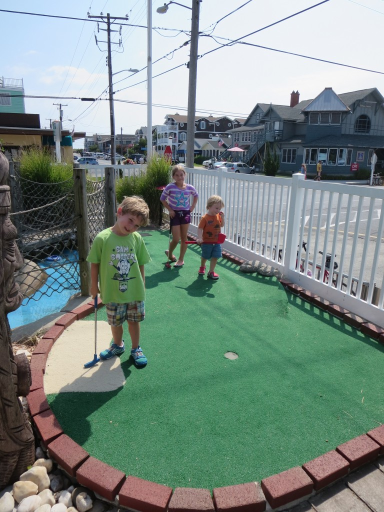 Pirate mini golf with kids